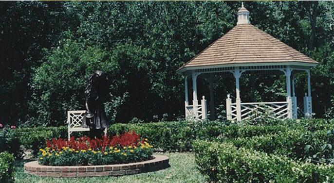 Colonial Rose Garden